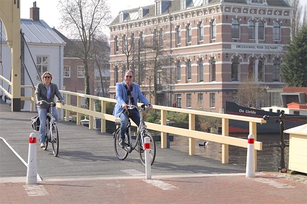 Fietstocht-maken-door-Leiden-bij-Fietsverhuur-EasyFiets-heerlijk-dagje-uit