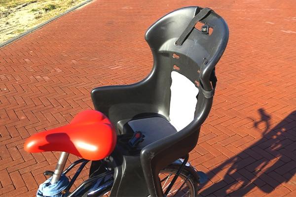 Op een leuke fietstocht met je kind. Lekker een dagje Leiden verkennen door een fiets te huren bij Fietsverhuur Leiden.