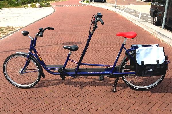 Leuk op pad met je kind met de fiets. Huur bij Fietsverhuur EasyFiets een ouder-kind tandem.