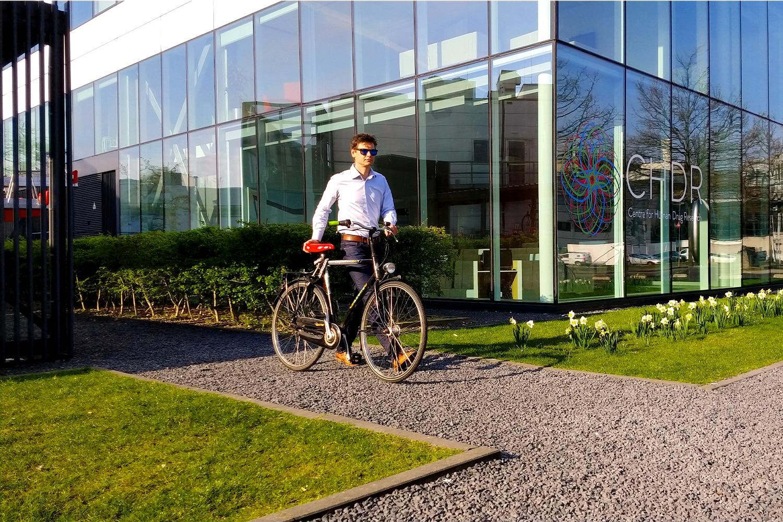 Zakelijk-hand-aan-fiets_1500x1000