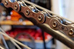 Zorg dat je elektrische fiets goed onderhouden wordt. Bij EasyFiets kun je een onderhoudscontract afsluiten zodat je E-bike altijd goed onderhouden blijft.