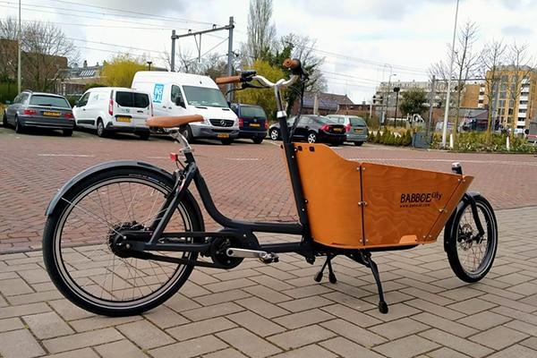 Wat kost het om een elektrische bakfiets van Babboe te huren in Leiden? Bij Fietsverhuur Easyfiets in Leiden kost het huren van de elektrische bakfiets slechts 50 euro per dag.