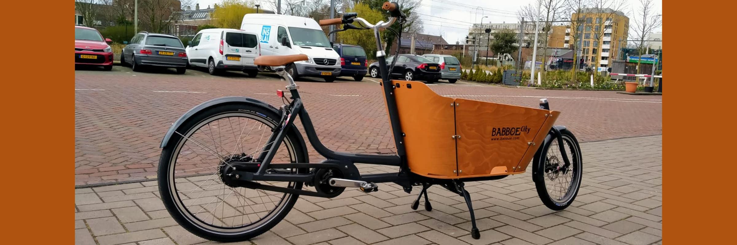 Huur een elektrische bakfiets voor een dag of meerdere dagen bij Fietsverhuur EasyFiets in Leiden. Check hier hoe veel het kost om een elektrische bakfiets te huren.