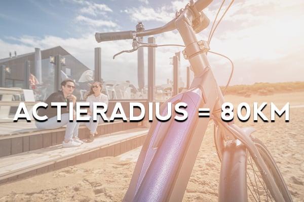 Hoe lang of hoe ver kan ik fietsen met een elektrische fiets? Wat is de actieradius van een e-bike? Bij Fietsverhuur EasyFiets verhuren wij fietsen met een accu die 80 kilometer meegaat. Meer dan genoeg voor een leuke fietstocht naar het strand!
